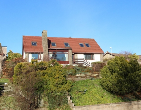 Substantial Detached Villa