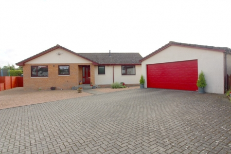 Detached Bungalow with Conservatory