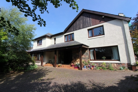 Substantial Detached Villa with Games Room/Pool